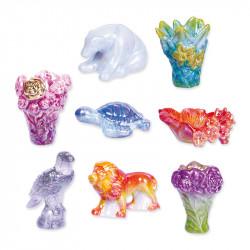 Daum univers - Série de 8 fèves en porcelaine aux reflets nacrés